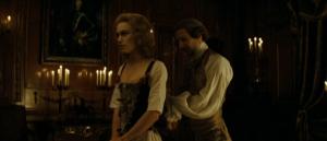 Fotograma de la película en la que el duque desnuda a la duquesa