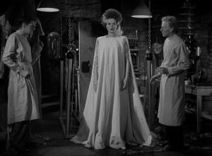 """Fotograma de """"La novia de Frankenstein"""" justo después de aparecer en este mundo"""