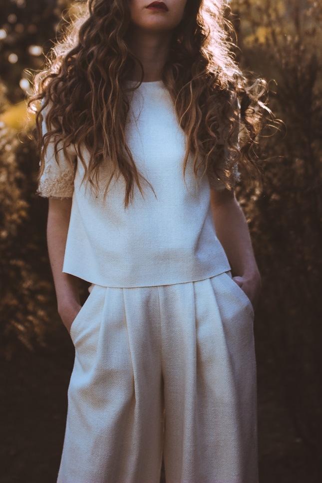Diseño de traje de novia con pantalón