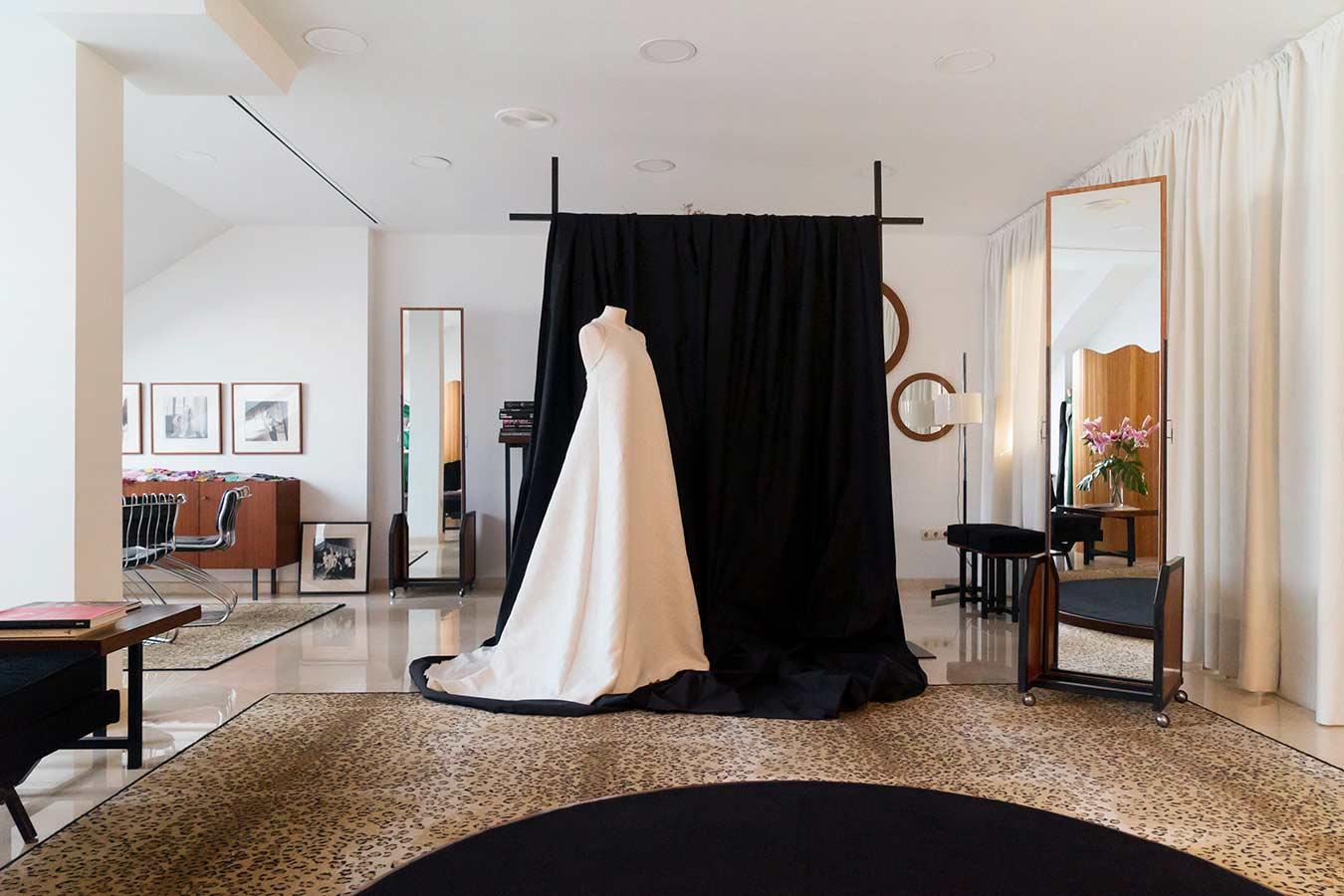 El atelier de Luis Alonso. Vestido a medida en Santander.